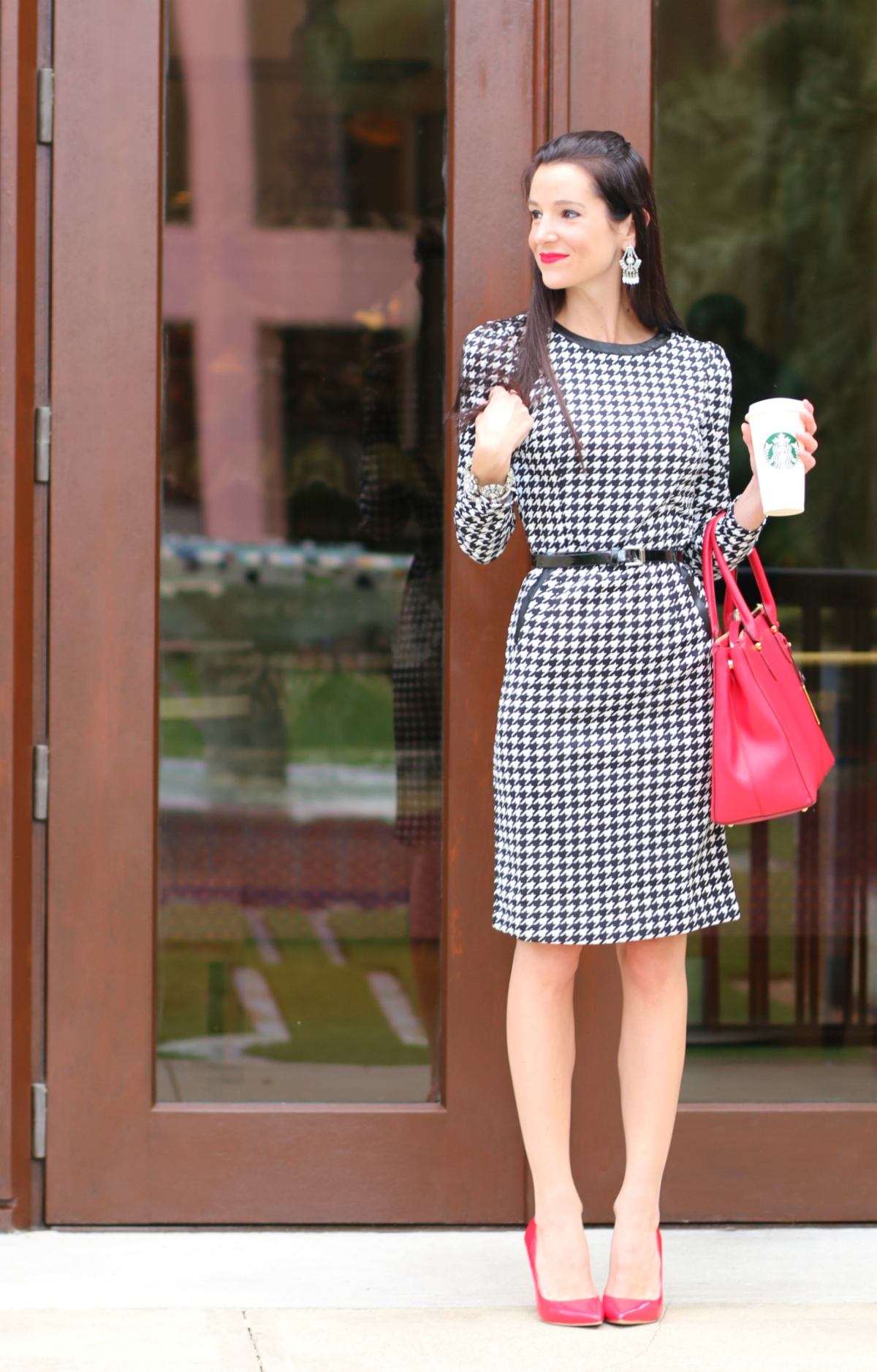 For any fashion-forward girlbosses out there, this affordable houndstooth print dress from SheIn is the definition of devilishly professional.