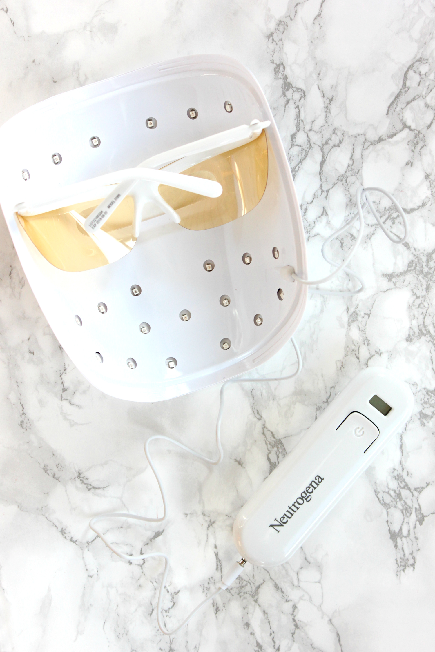 Testing out the power of light therapy to treat breakouts with the new Neutrogena Light Therapy Acne Mask