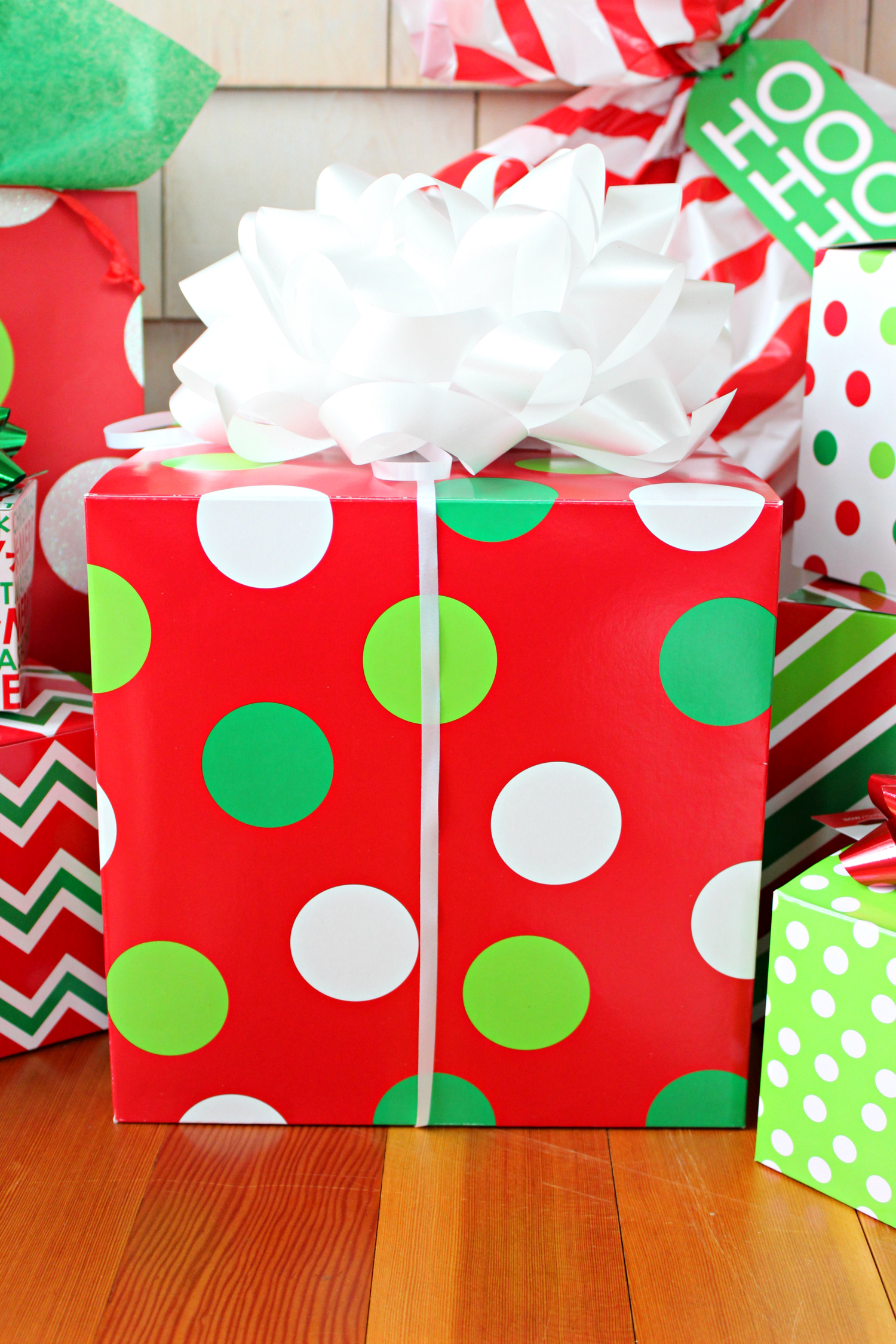 Quick and easy gift wrapping ideas from American Greetings