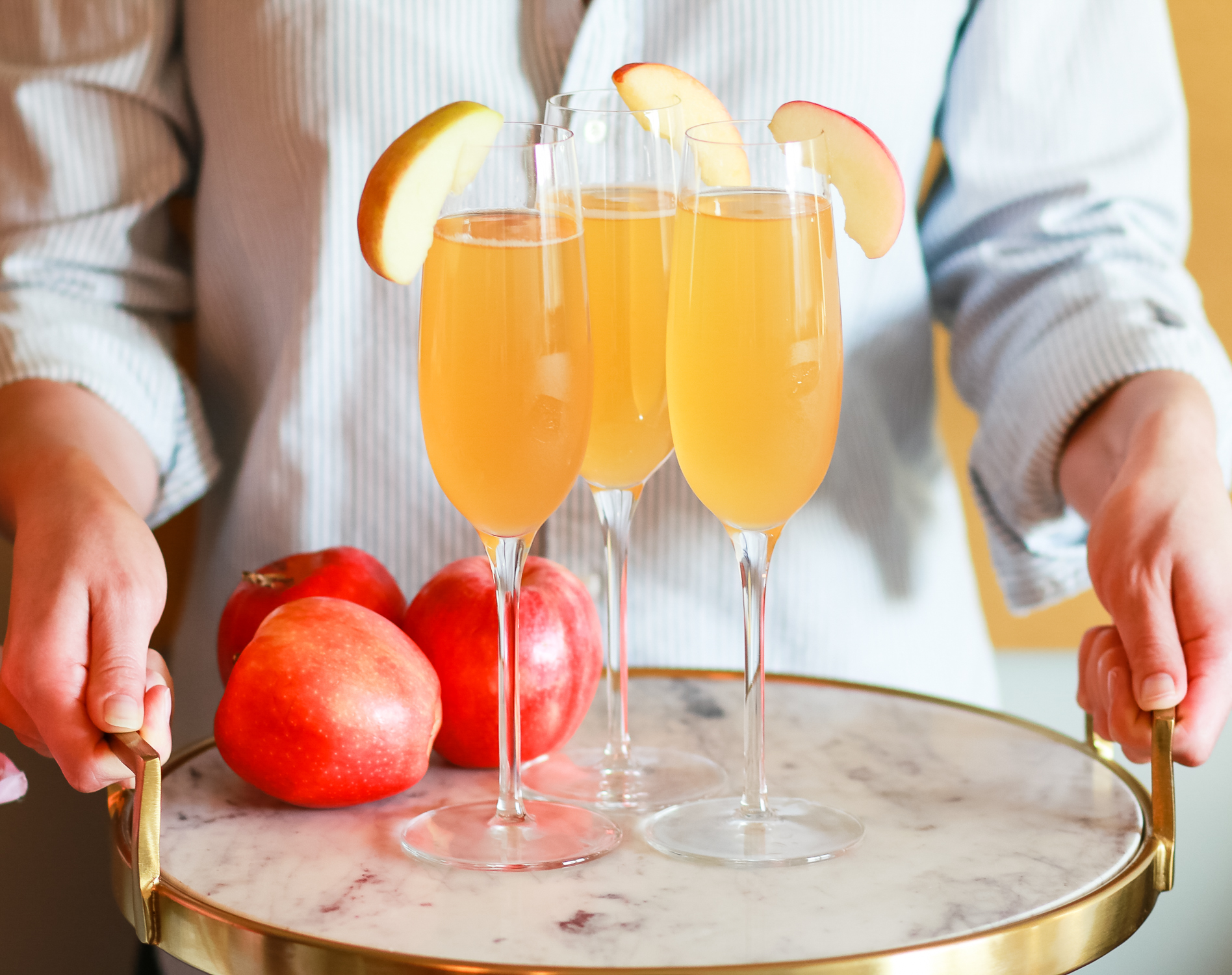 Seriously delish apple cider bellinis... such a fun fall champagne cocktail | Apple Cider Cocktail | Fall in a Flute: Festive Apple Cider Bellinis from southern blogger Stephanie Ziajka from Diary of a Debutante